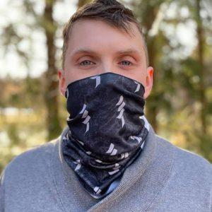 jeune homme portant le bandeau multifonction d'APLA Canada